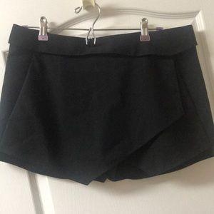 Zara Basic Black Shorts. Large.